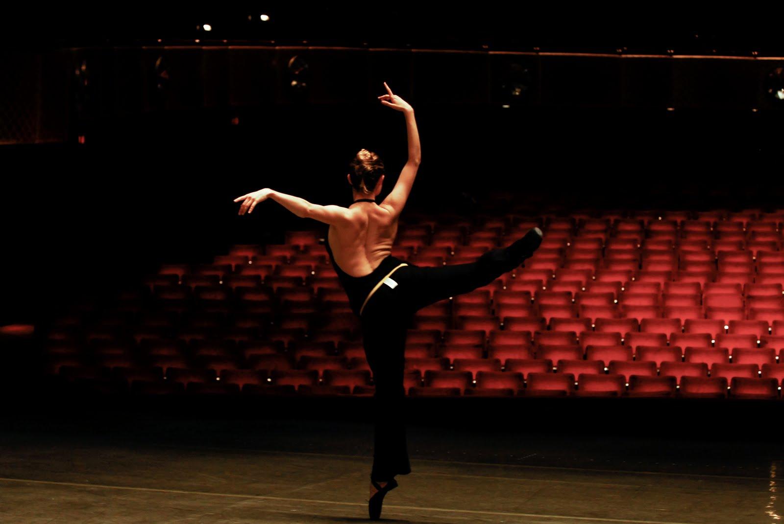 ballet dancers on stage - photo #8