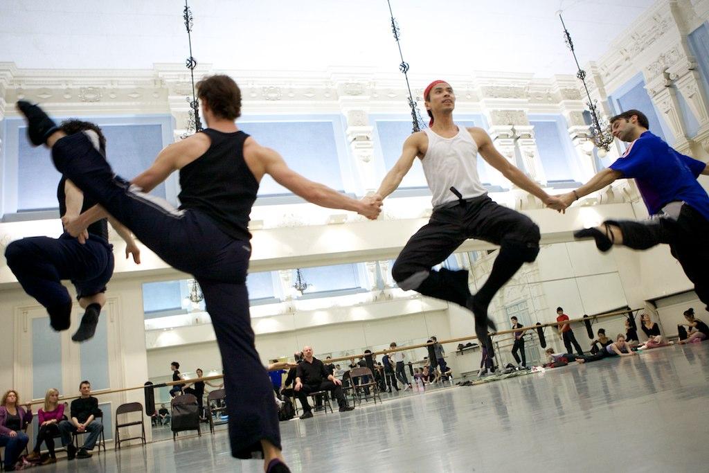 male dancers rehearse