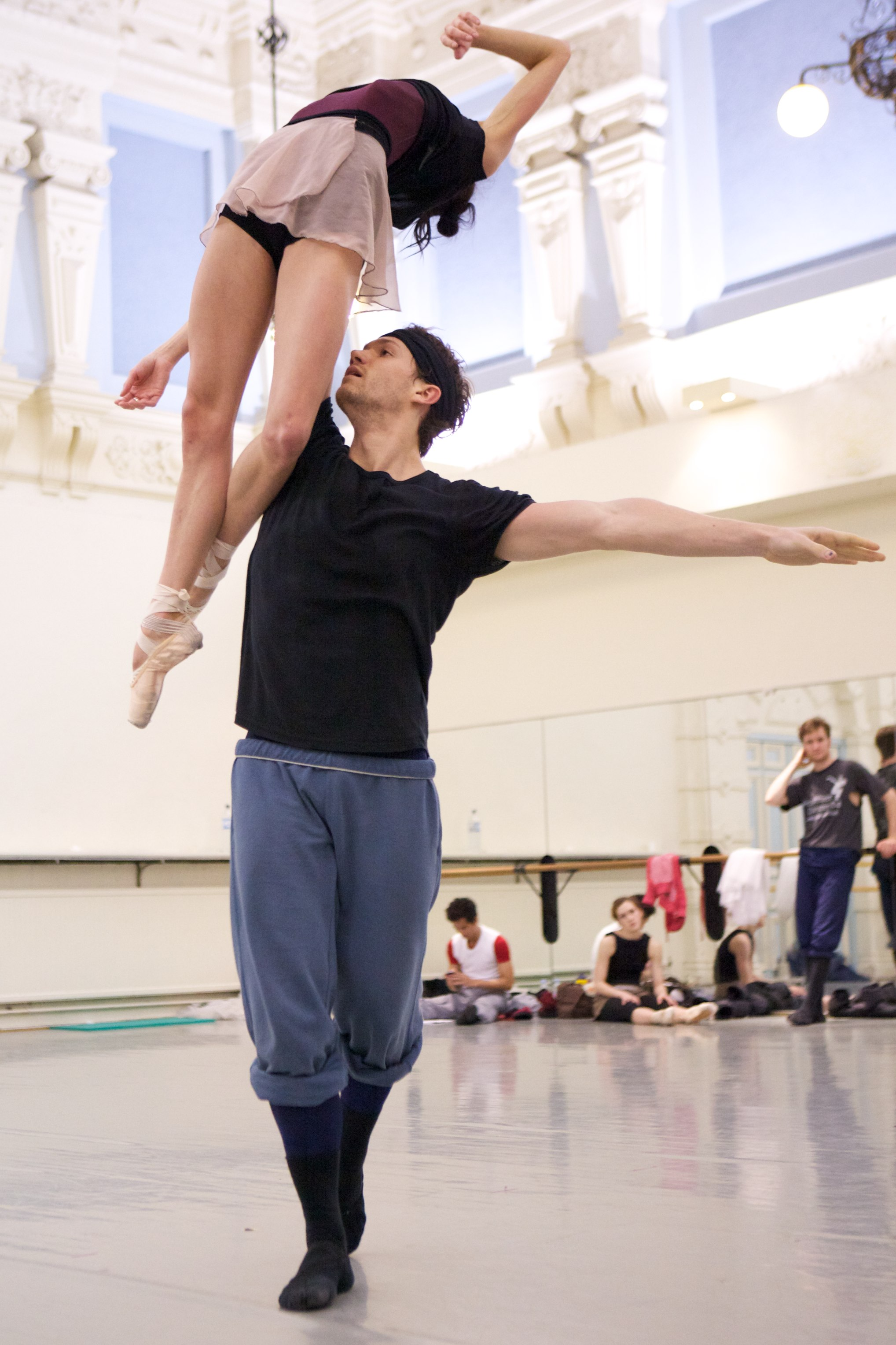 two dancers practice a lift