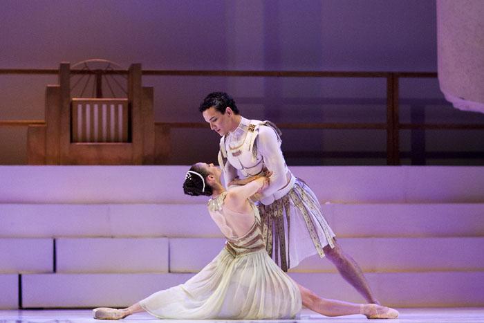 dancer in the splits