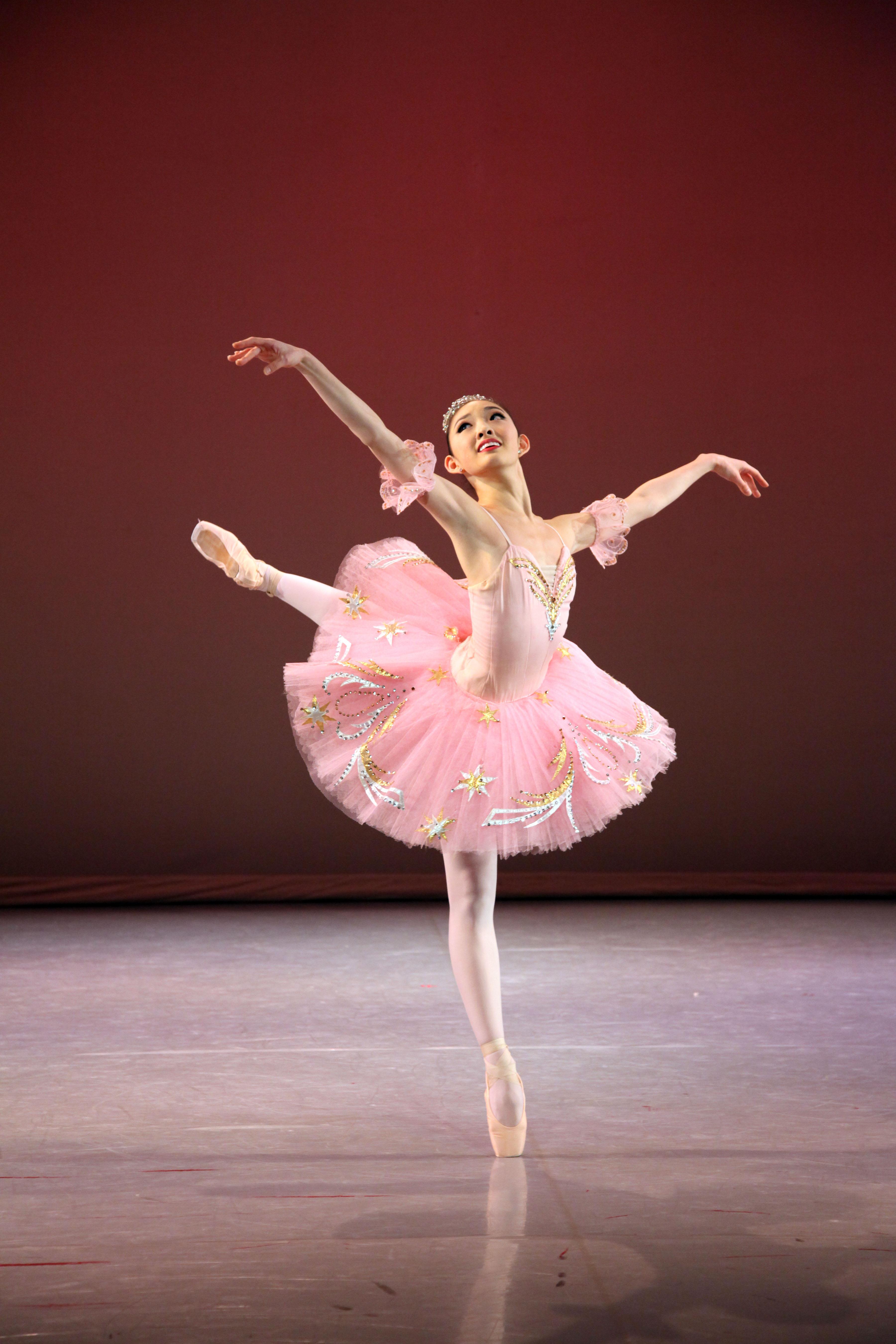 ballet dancers on stage - photo #3