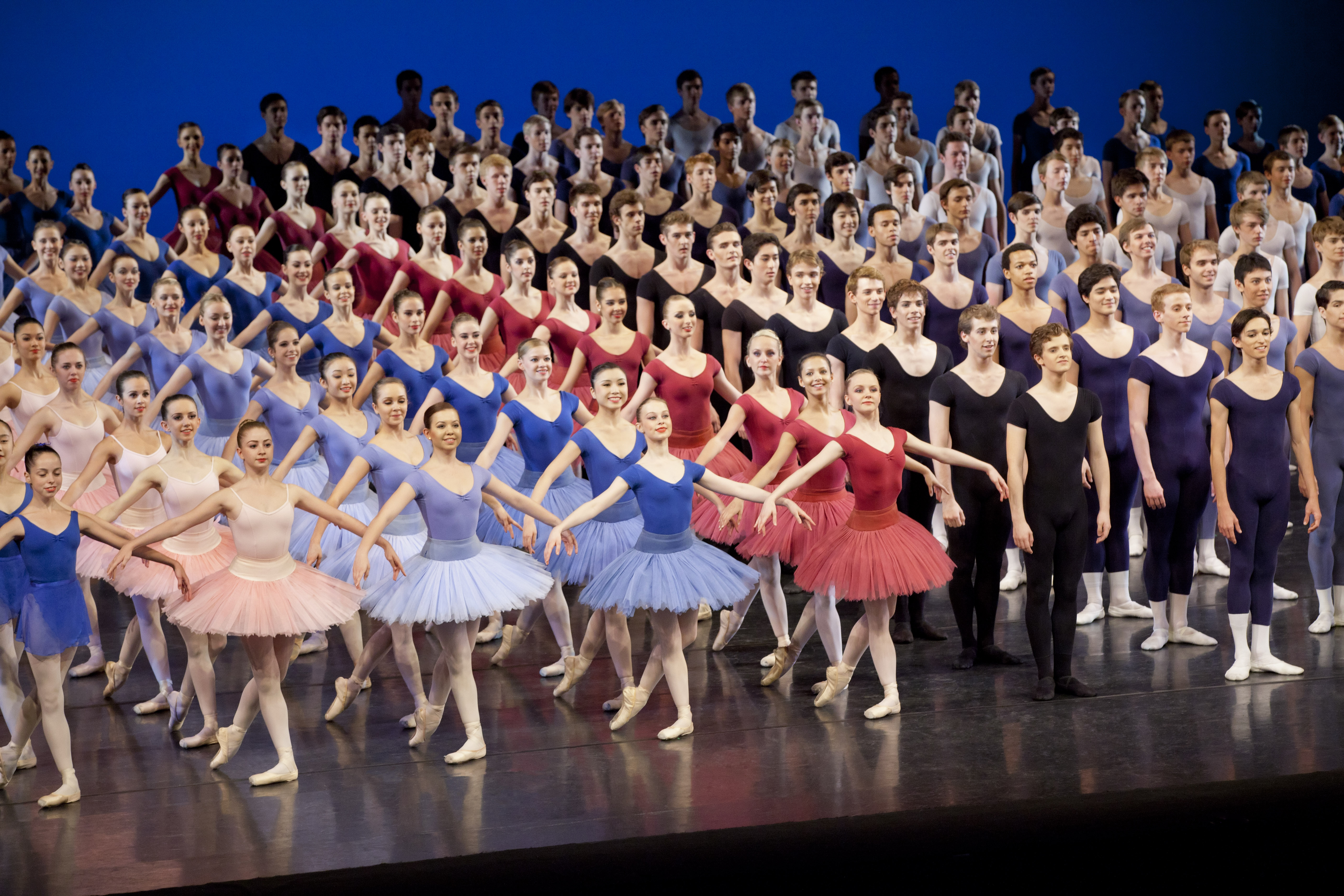 The royal ballet school gives it 39 s annual performance 2011 for Performance house