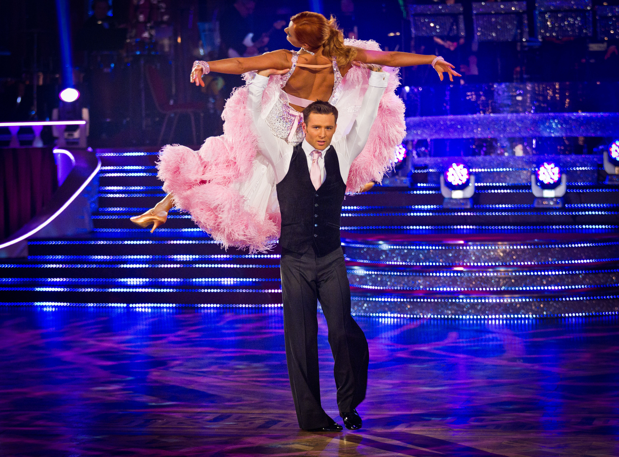 Harry and Aliona dance the  America Smooth to Can't Help Falling In Love by Michael Buble