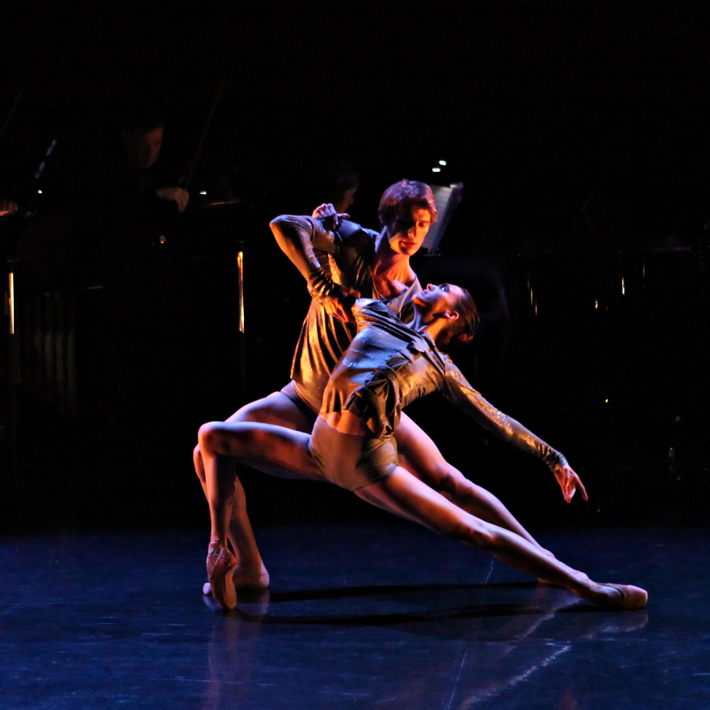 Queensland Ballet dancers Clare Morehen and Keian Langdon in Equilibrium Level Photographer Ken Sparrow