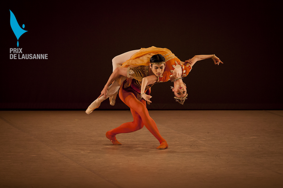 two ballet dancers in Thais