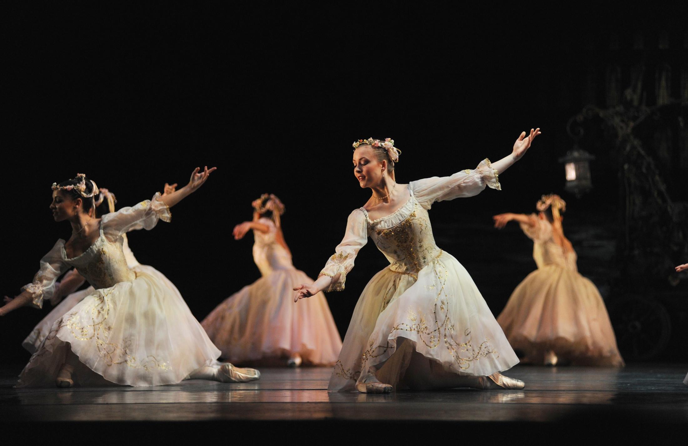 Coppélia  Jade Heusen and Maureya Lebowitz in 'Dance of the Hours'  photo Roy Smiljanic