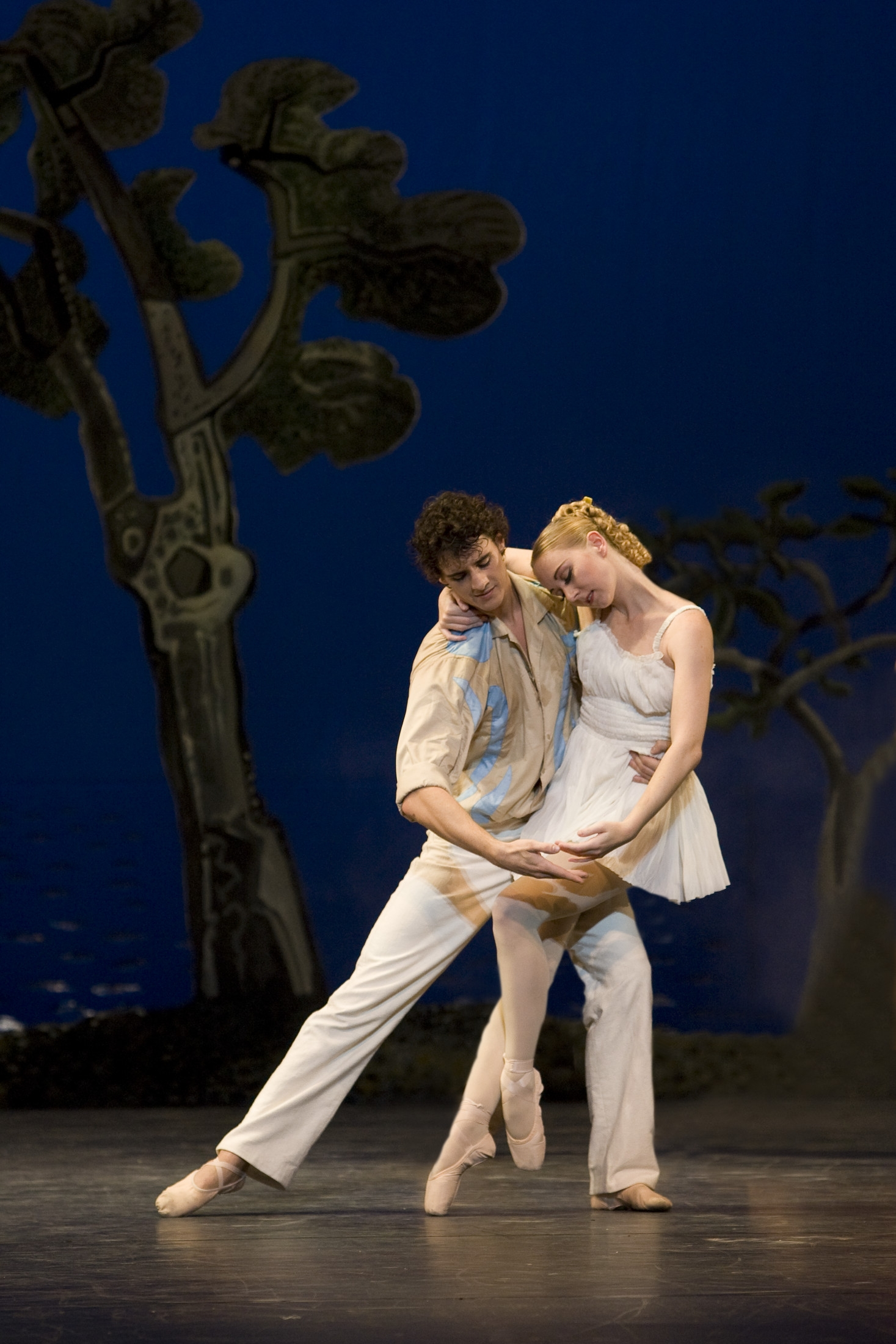 Daphnis and Chloë  Elisha Willis as Chloë and Iain Mackay as Daphnis  photo Bill Cooper