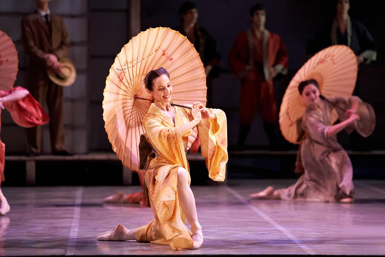 ballet dancer in japanse costume