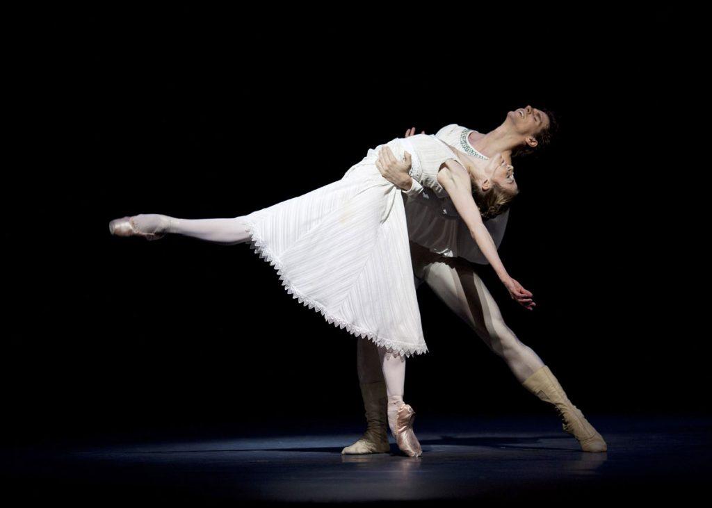 Guillaume Côté & Heather Ogden as Romeo & Juliet Photograph : Helen Maybanks