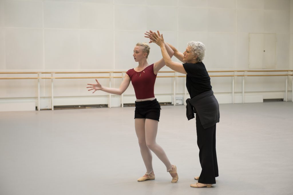 Claudia Dean in rehearsal for Rite of Spring with Monica Mason. Photograph : © Bill Cooper / ROH