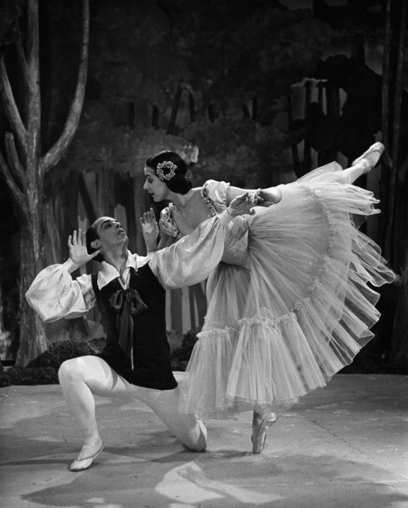 (L-R) in Les Sylphides, circa 1939. Robert Helpmann, Margot Fonteyn - (C)