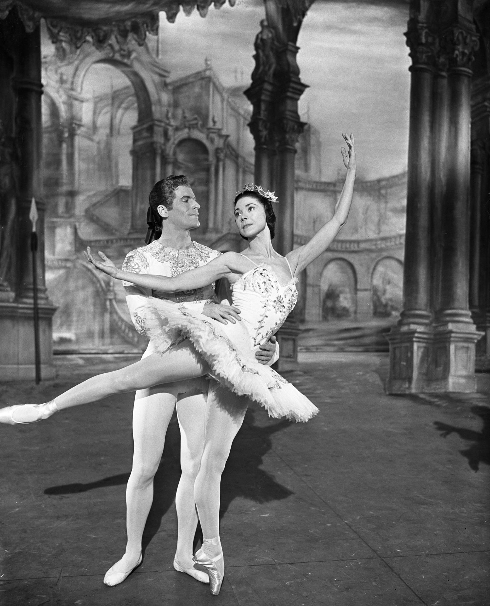 (L-R) Prince Florimund (MICHAEL SOMES), Princess Aurora (DAME MARGOT FONTAYNE) - (C) BBC - Photographer: Unknown