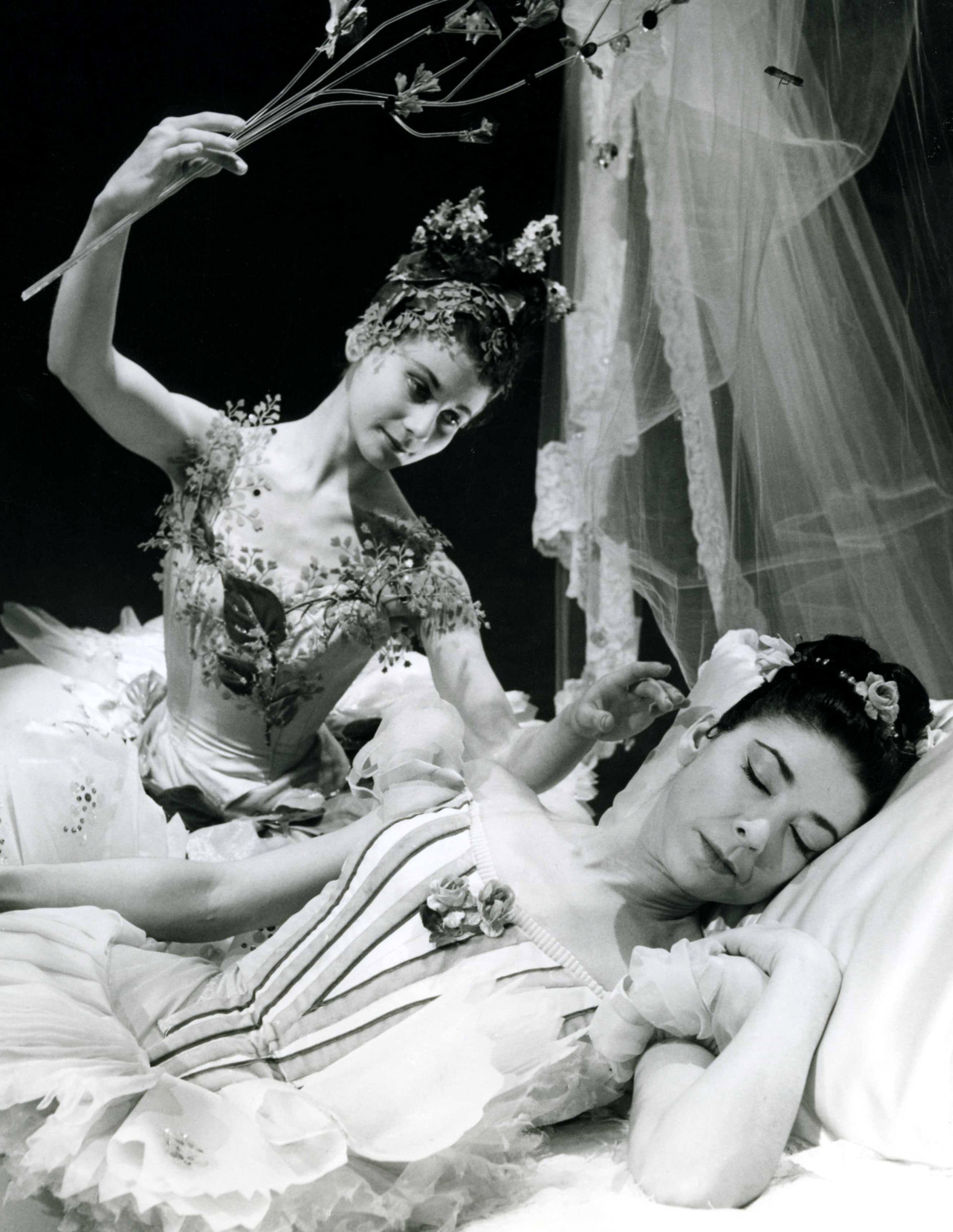 (L-R) in the 1959 television version of The Sleeping Beauty. Lilac Fairy (LUCETTE ALDOUS), Princess Aurora (DAME MARGOT FONTAYNE) - (C) BBC - Photographer: Unknown