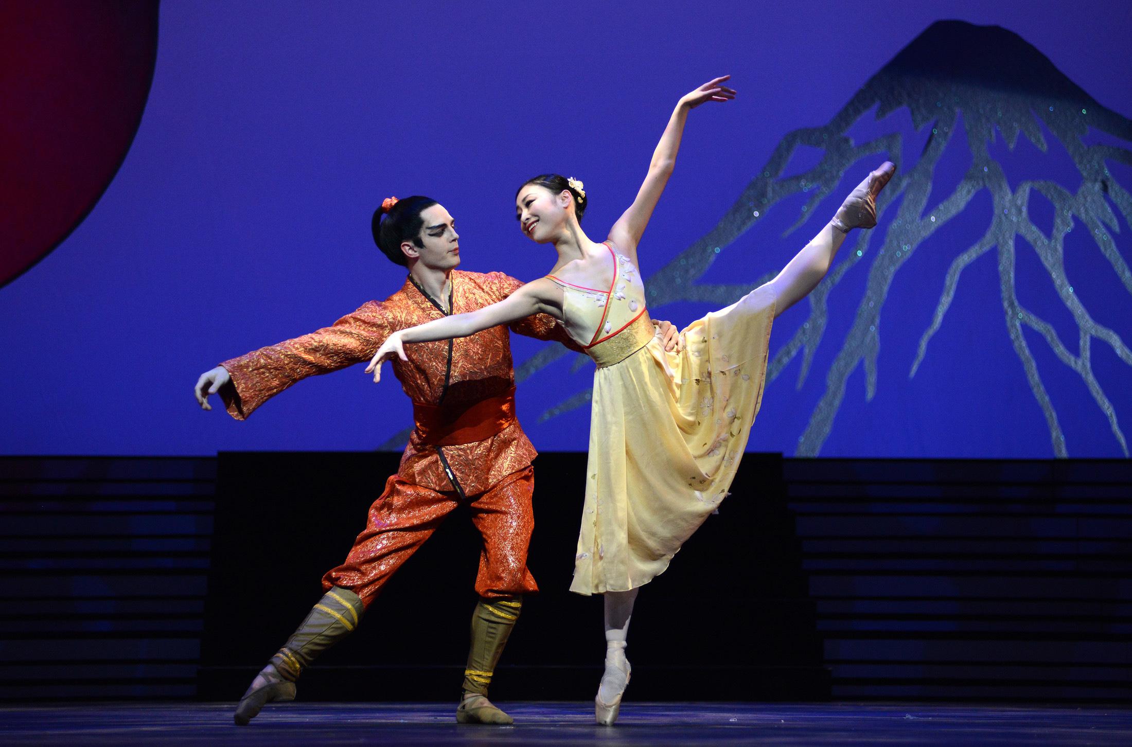Momoko Hirata as Princess Belle Sakura and Joseph Caley as The Prince; photo: Roy Smiljanic