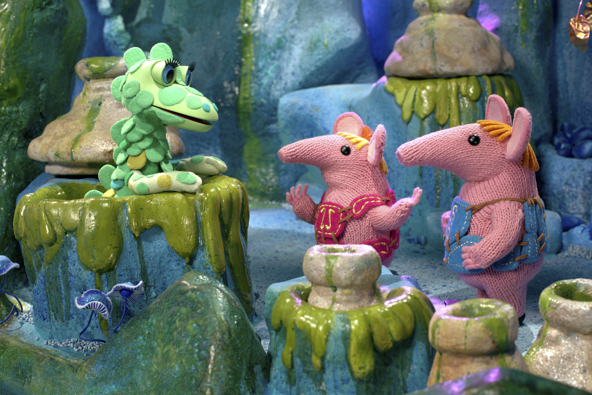 Tiny and Small  visit the Soup Wells to ask the Soup Dragon if she has seen the notes.  - (C) Coolabi, Smallfilms and Peter Firmin - Photographer: Production